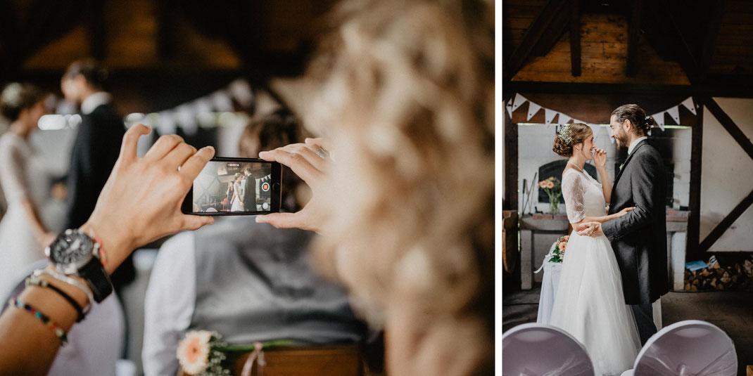 Bild: Trauung Hochzeit in der Alte Fasanerie Familienfarm Lübars in Berlin Hochzeitsfotos Hochzeitsfotograf Hochzeitsfotografie