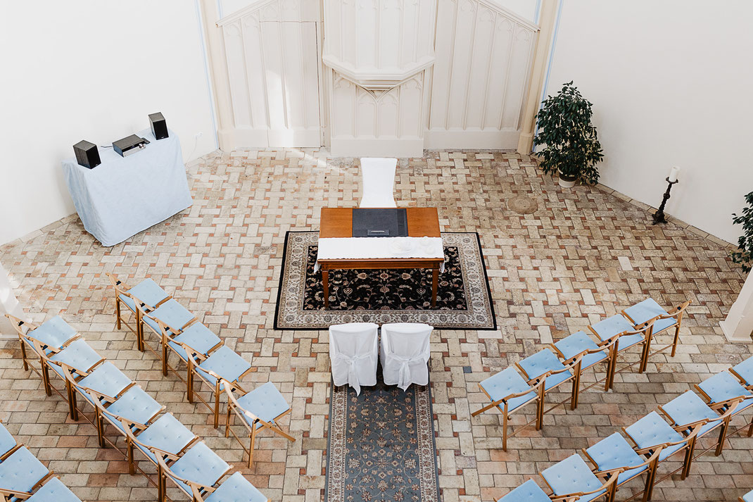 Heiraten in der Alten Neuendorfer Kirche Potsdam Babelsberg Hochzeitslocation Hochzeitsfotos Hochzeit
