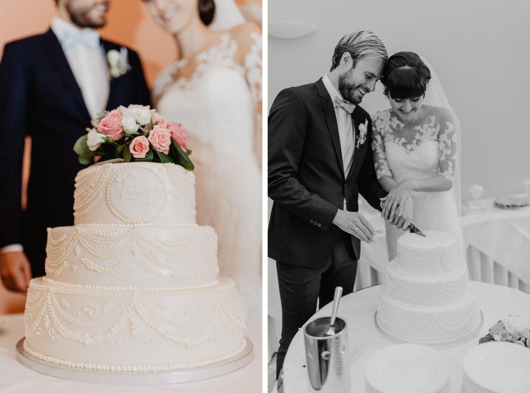 Heiraten in der Uckermark bei Berlin Schloss Kröchlendorff Hochzeitsfotograf Torte anschneiden