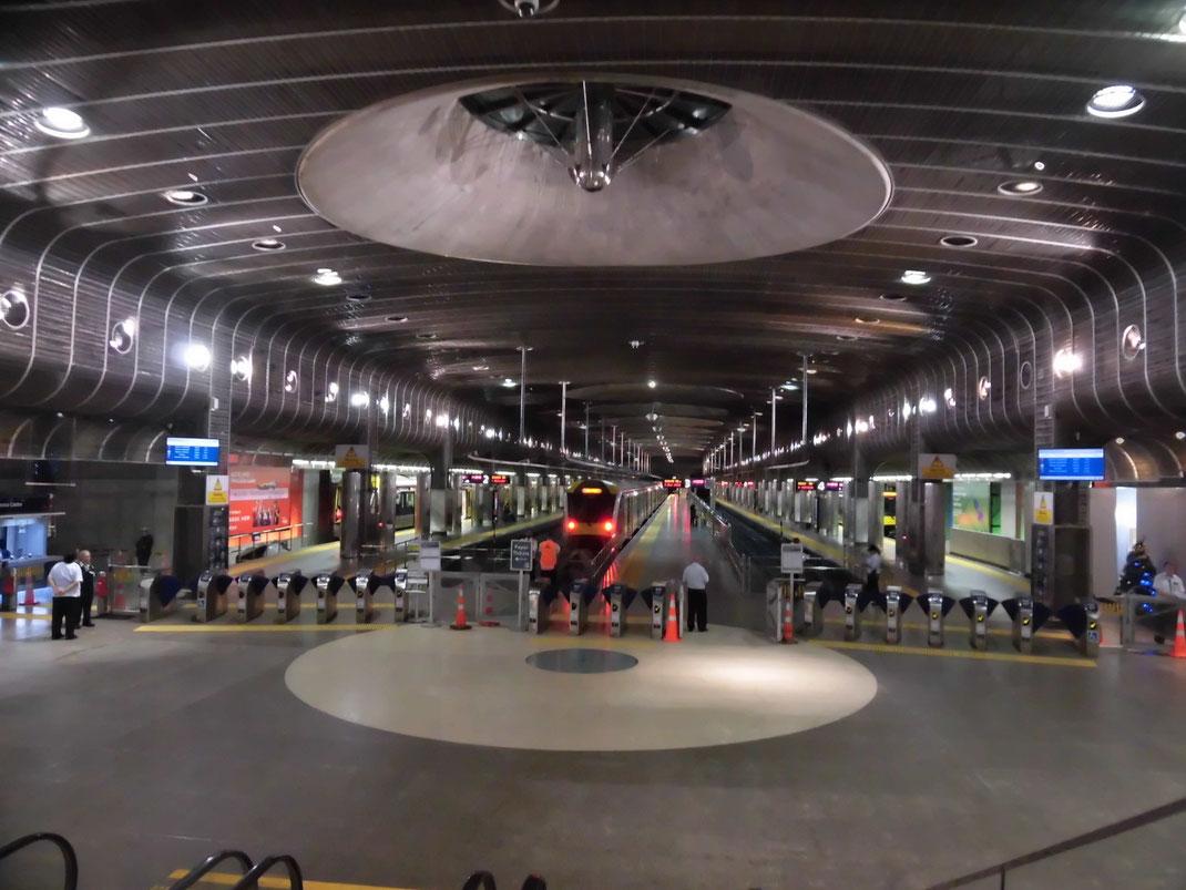 britomart駅 近未来的なデザインです