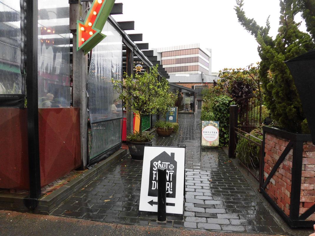 shut the front door  おしゃれな雑貨屋