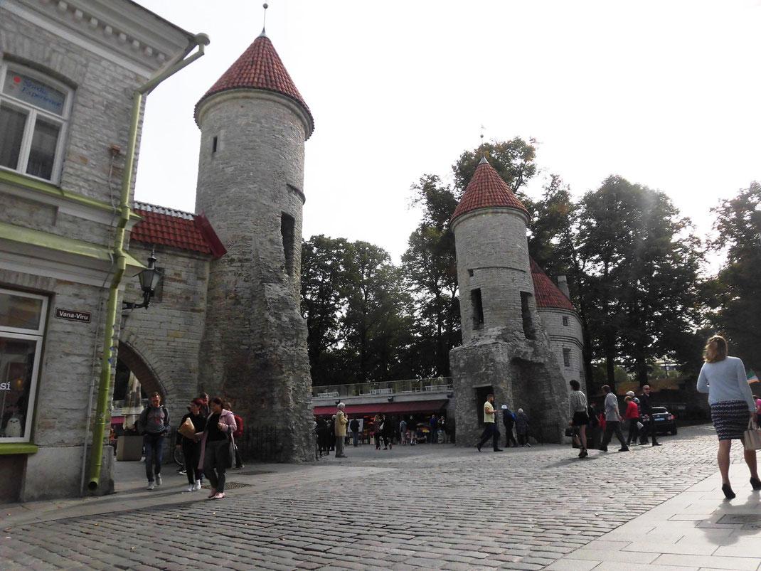 昼間のVIRU門