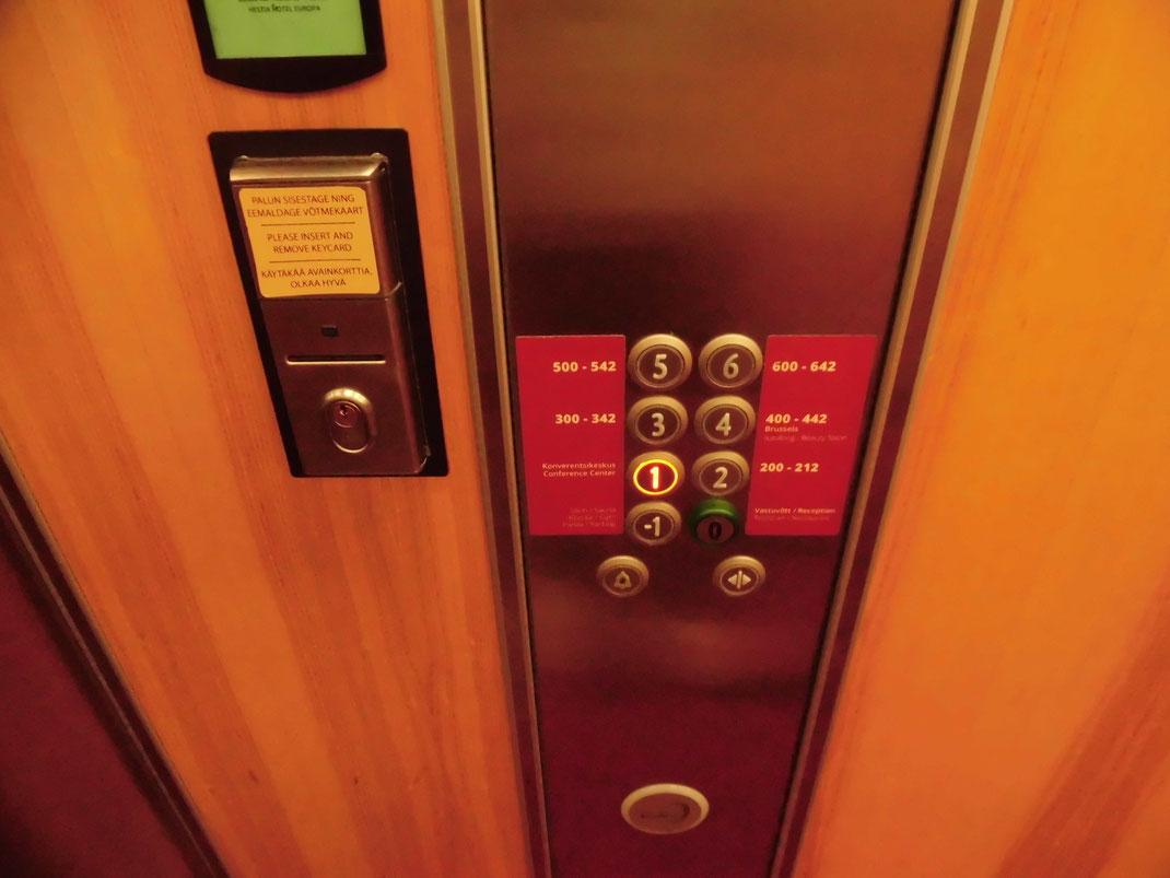 エレベーター地下ボタンは、マイナス1(デンマークも)