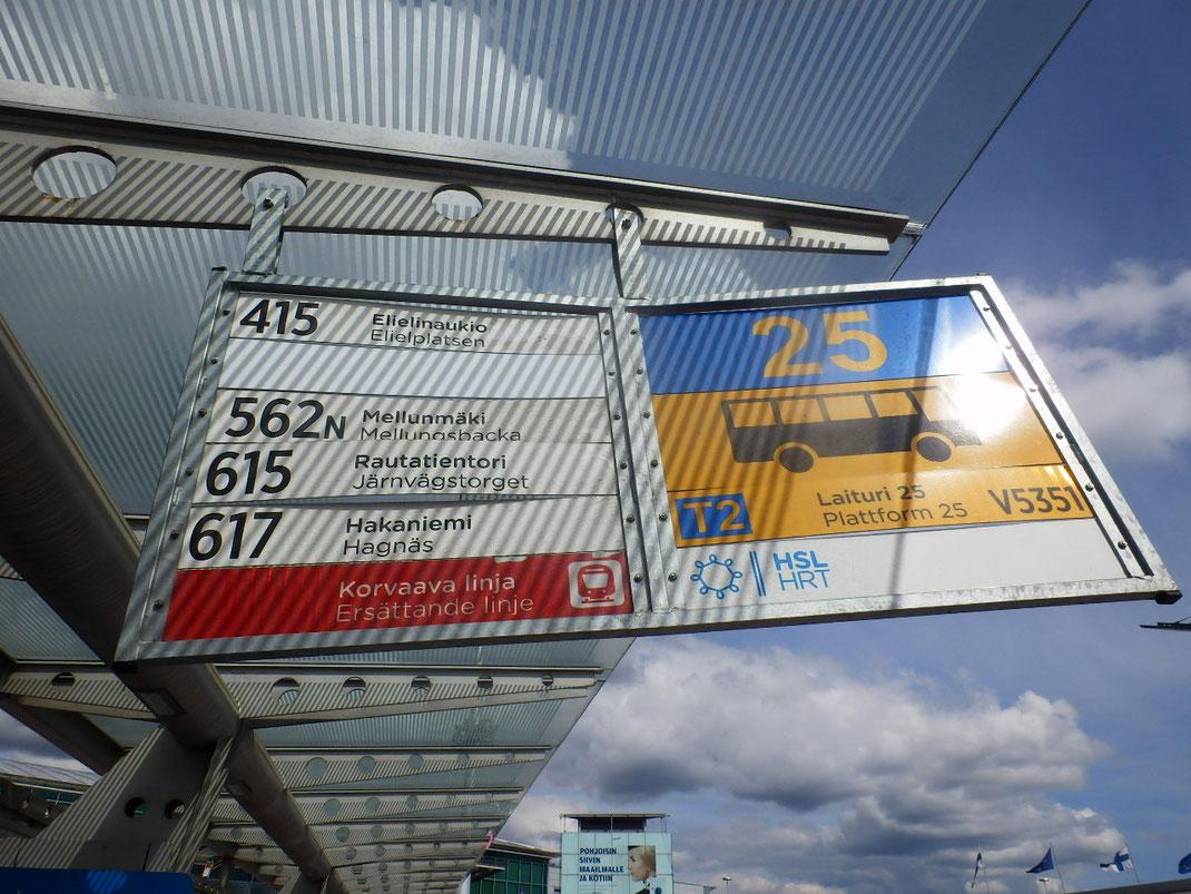 バス乗場 バスは番号でわかりやすい