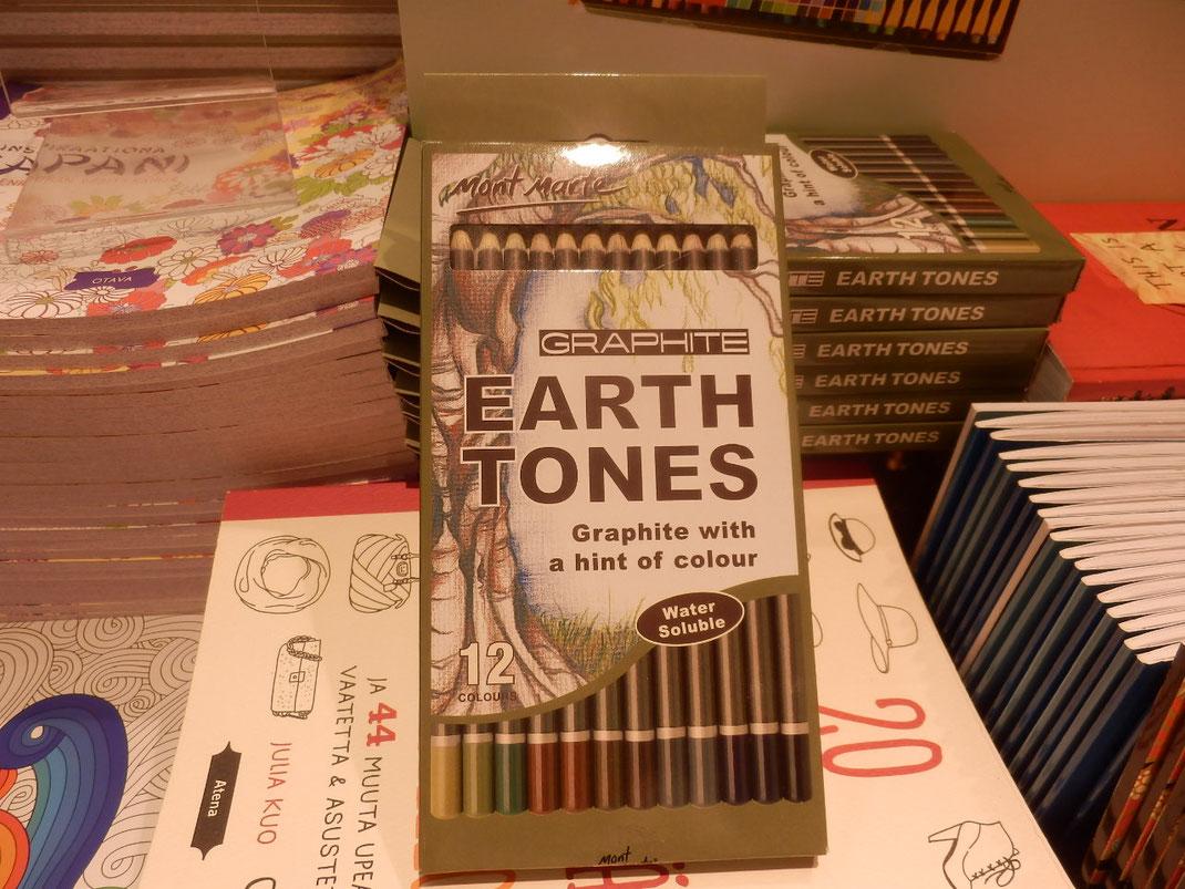 earth tonesという色鉛筆に一目ぼれ。どこでも売ってるでしょって買わなかった。