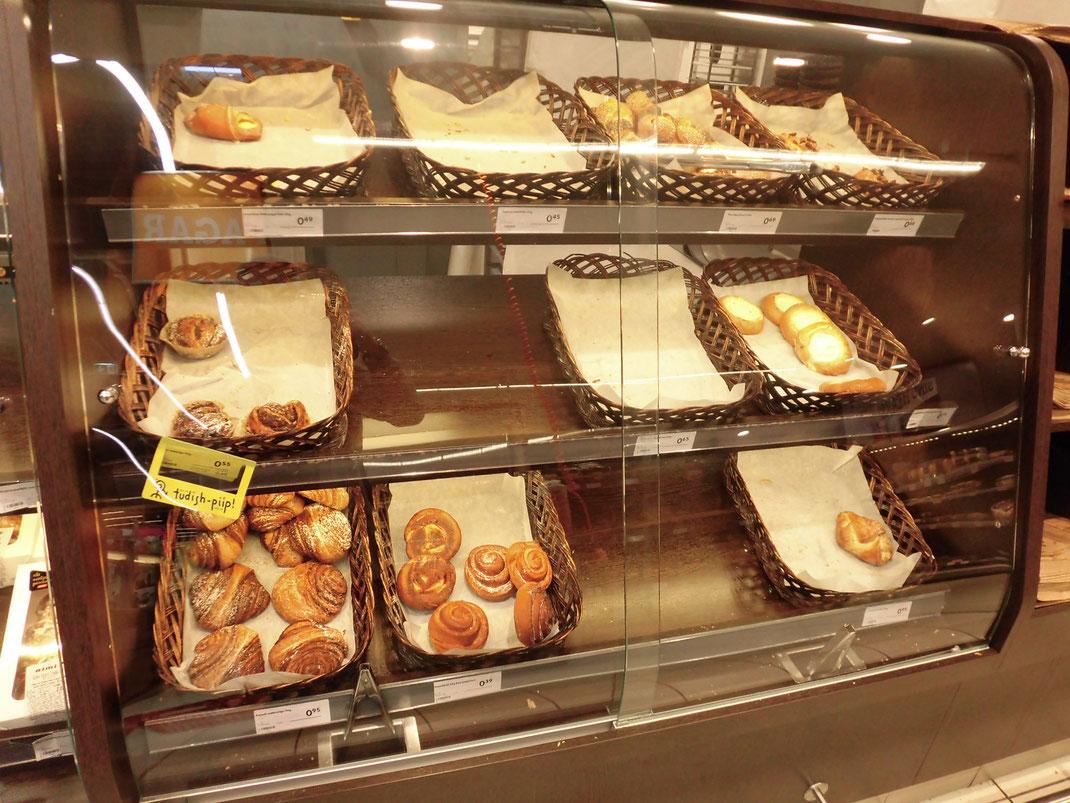 少しだけお菓子パンはありました。50~100円前後