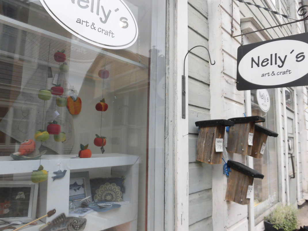 羊毛でできた、りんごが気に入ってしまい購入live&grow店頭に飾っています