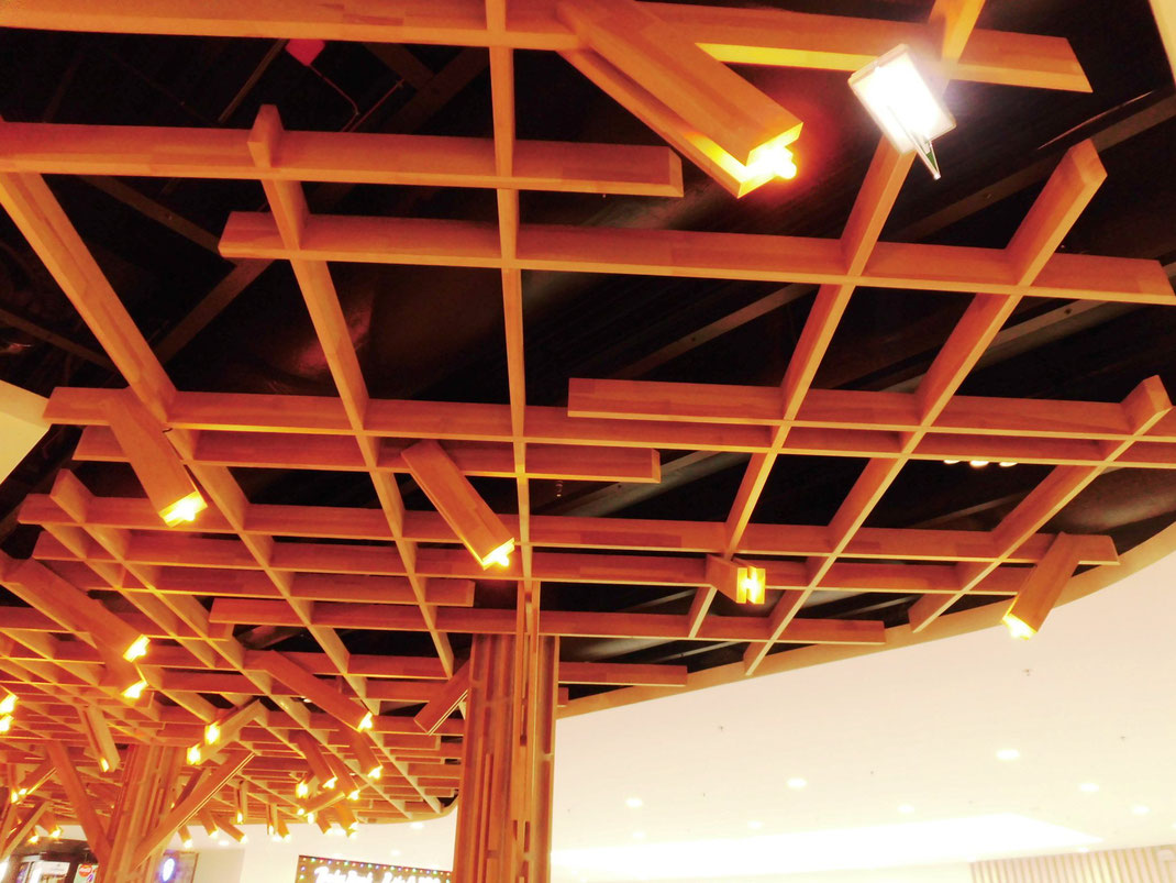 地元で取れる豊かな材木を活かした天井