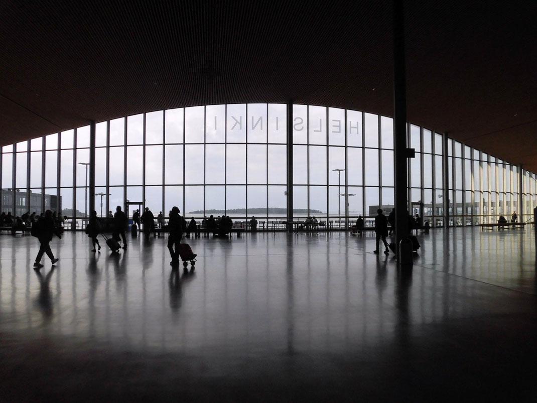 くじらに食べられたかのようなデザインのターミナル2港のデザイン