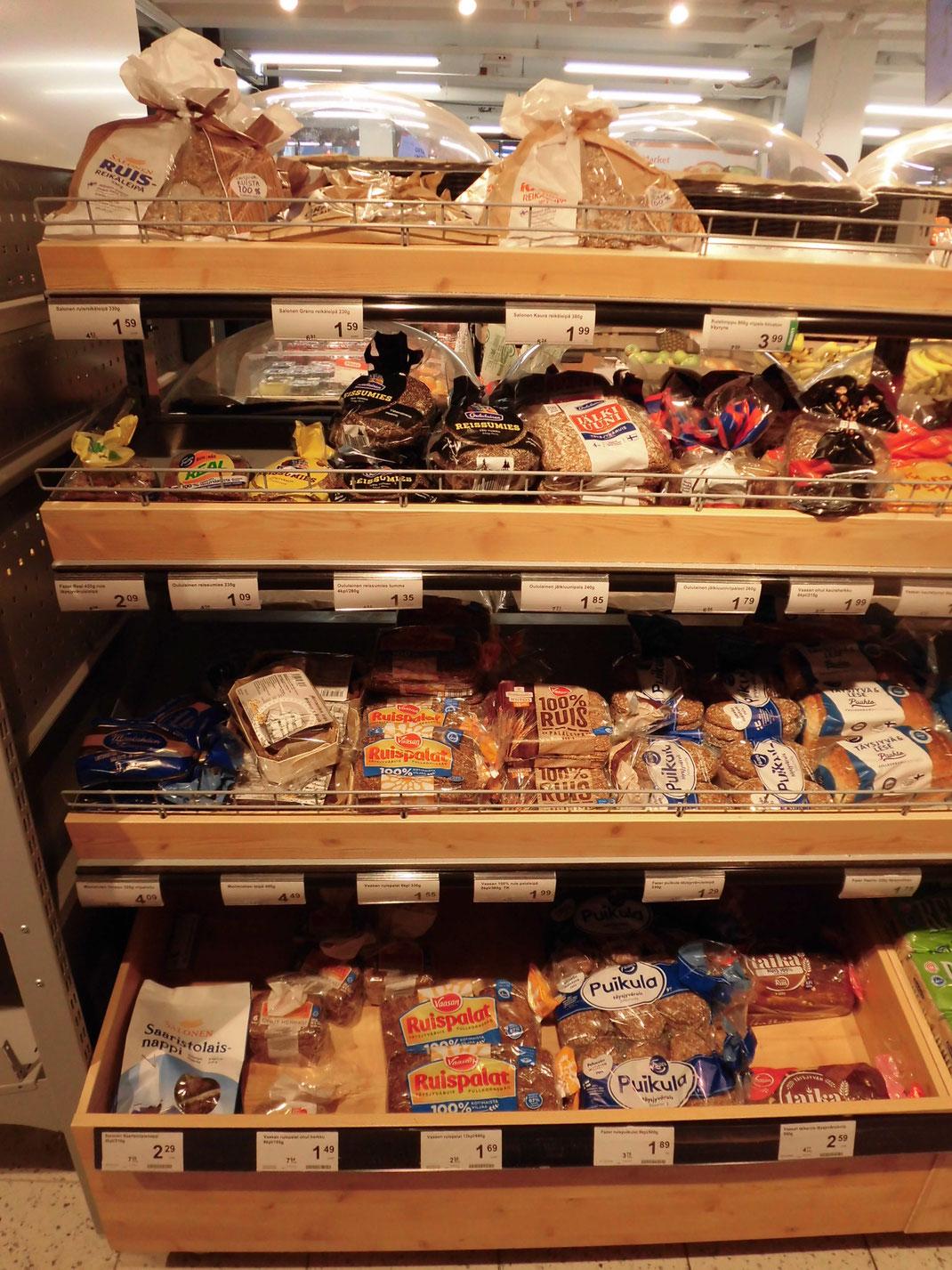 これはフィンランドでの1枚、白パンが増えるけど、RUIS(ライ麦)が人気