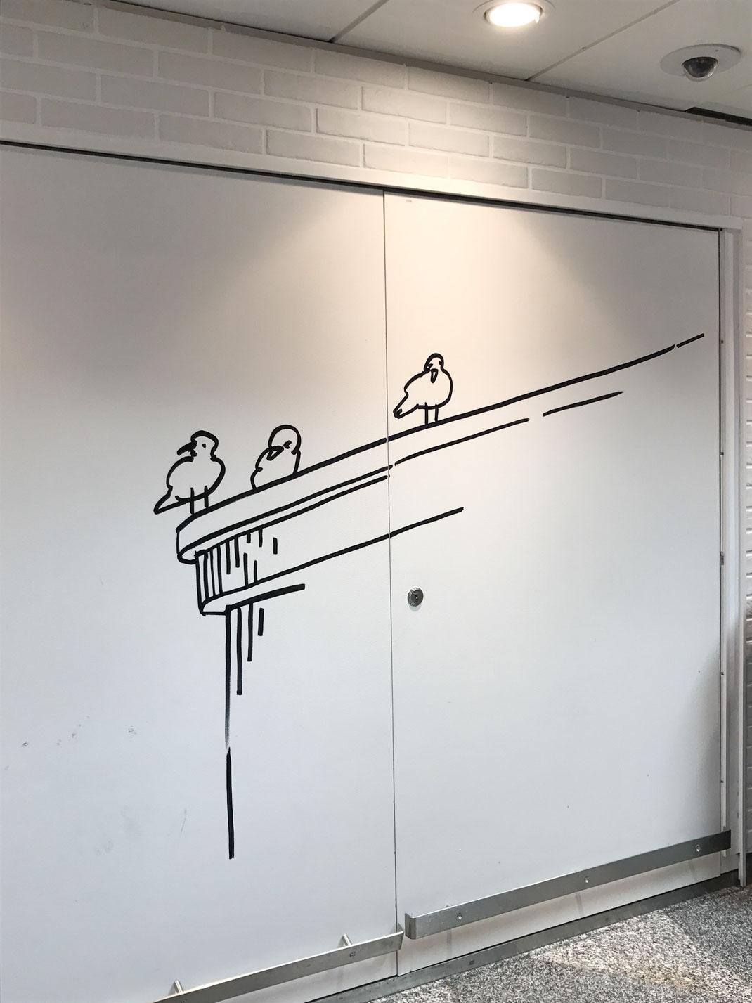VANTAA空港のお気に入りのカモメ この絵が好きです