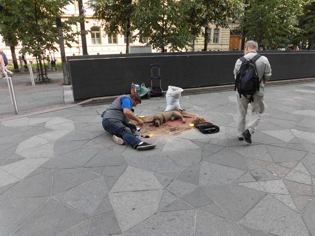 1年ぶりのセントラル駅。砂で犬を作っているアーティストに遭遇