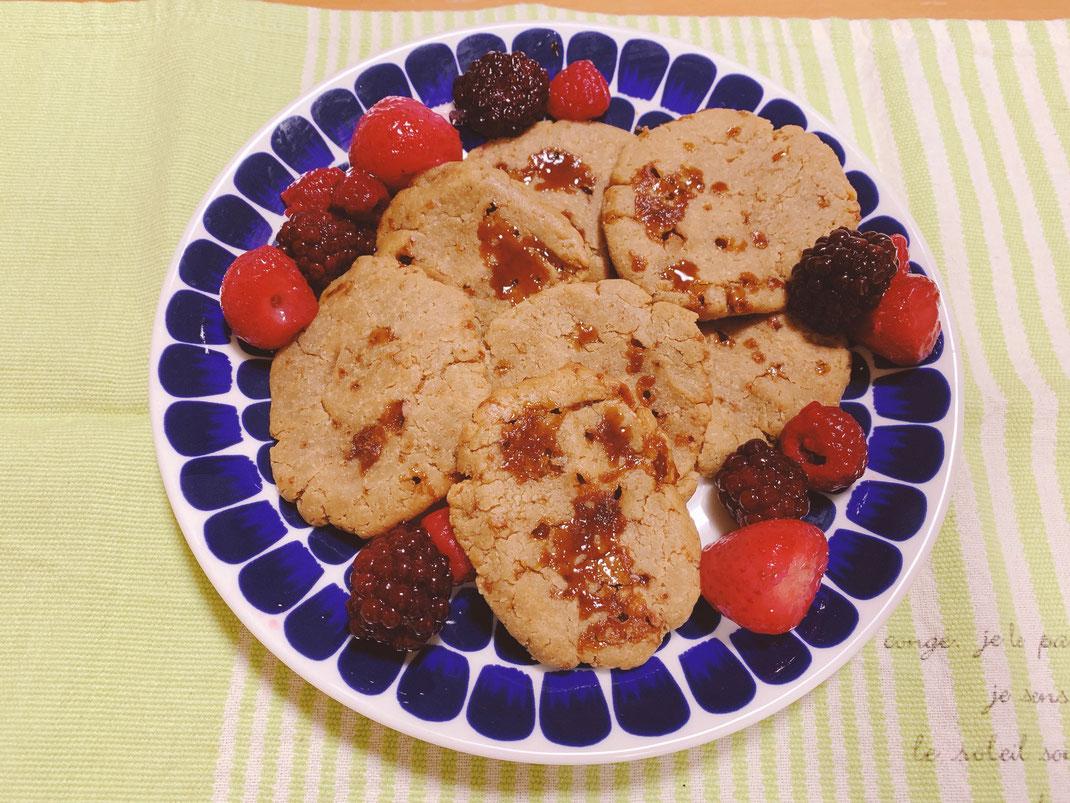 二度めのクッキーは沖縄の黒糖をチップのまま入れてみた