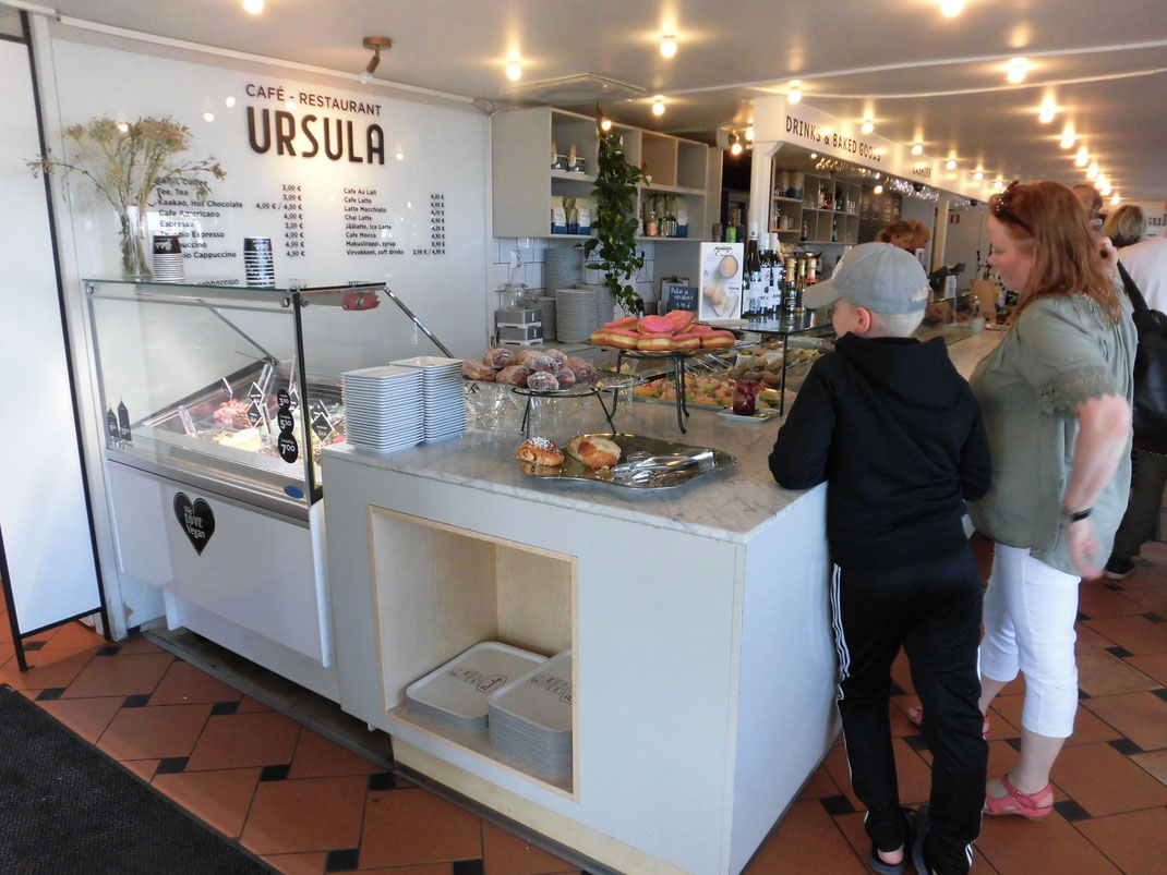 物価が高いヘルシンキでもウルスラのコーヒーはリーズナブル3.9ユーロ。だから地元の人がたくさん。