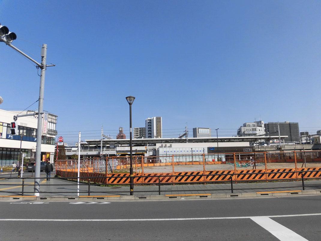 千住大橋駅前も賑やかに。