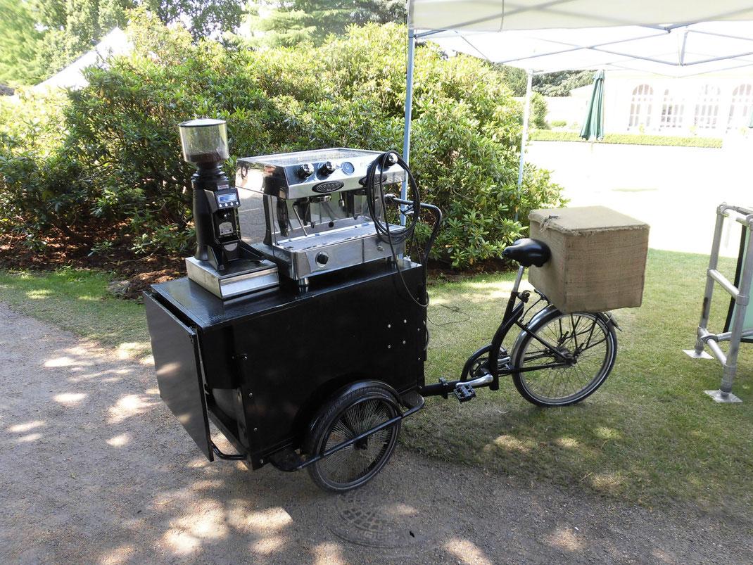 公園にあったコーヒー売る自転車。こころ豊かな時間が過ごせる