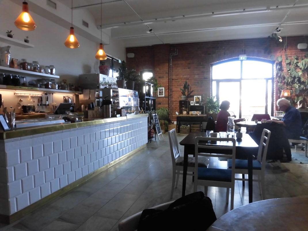 カタヤノッカ地区のトーベヤンソン公園近く、倉庫を改装した全品グルテンフリーのカフェ
