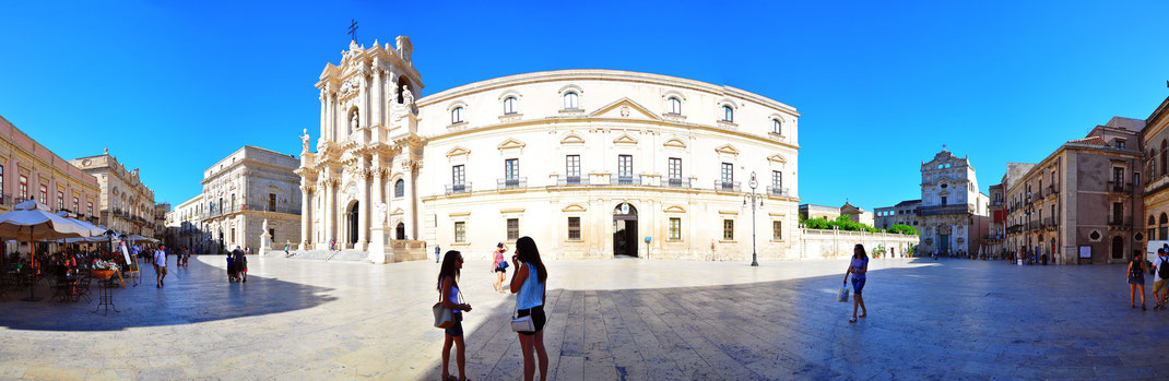 Panorama at Piazza Duomo - Syracuse, Sicily (Italy)