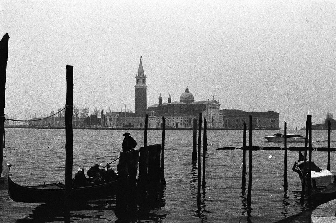 La Gondola - Venezia - Italy / *analog* minolta xd7 - ilford 3200