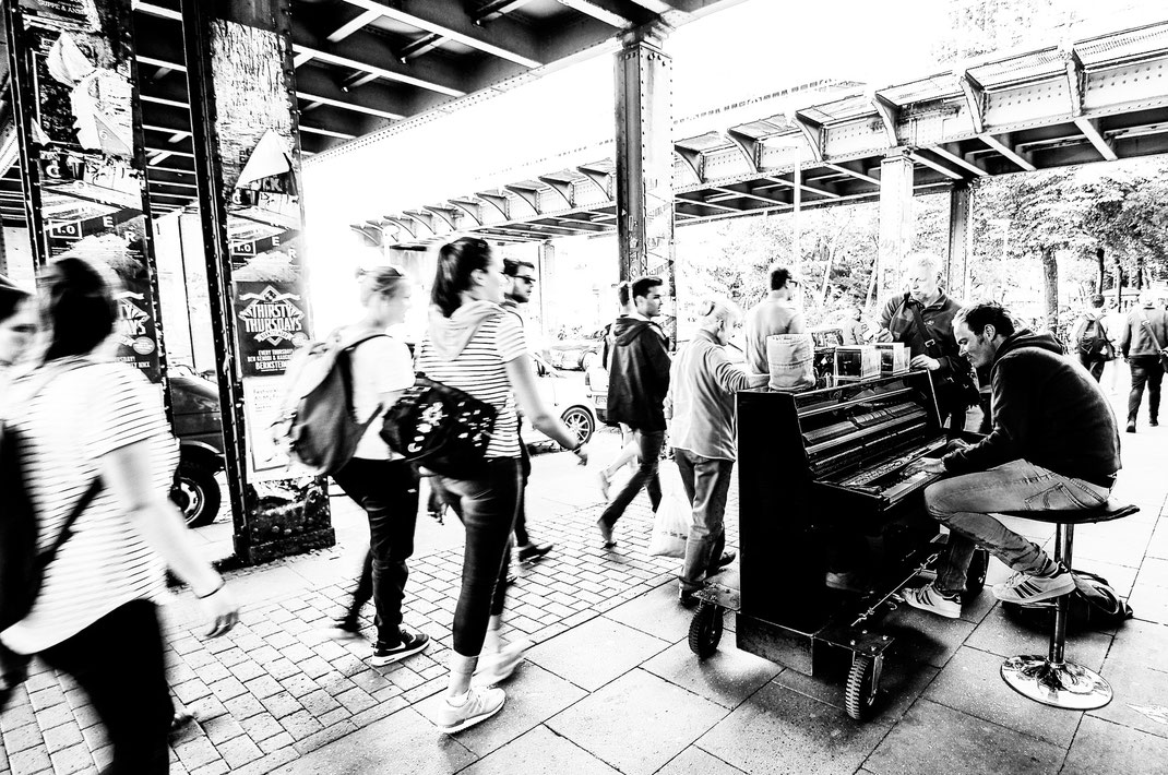 street piano - Sven van Koetsveld playing in Sternschanze, Hamburg (Germany)