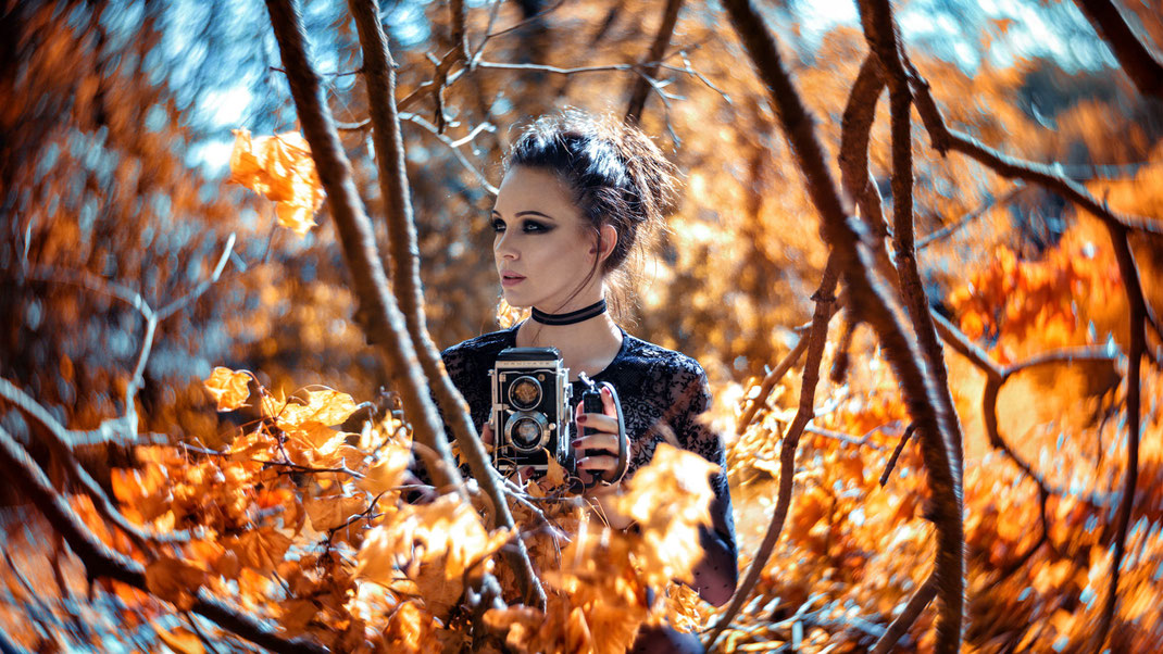 Two Beauties - Angélique & Mamiya C3 Professional (Handmade with Petzval 58 Art Lense) - Markus Hertzsch - Camera - Girl - Bokeh