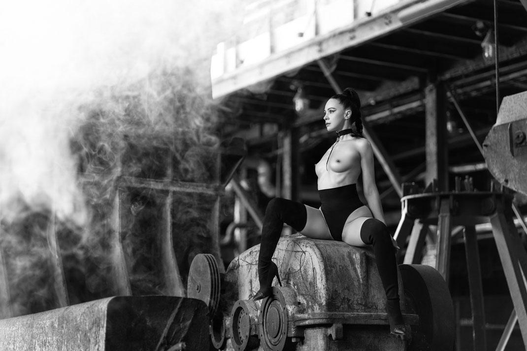 Steelworks Artnude - Angélique - Markus Hertzsch - Art - Model - Steel - Rust - Body - Iron - Portrait - Nude - Grading - Look