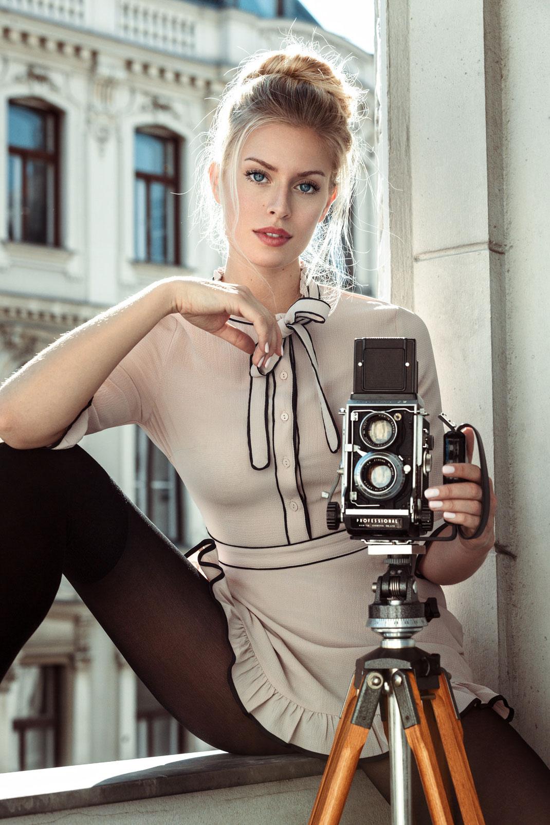Two Beauties - Lisa & Mamiya C3 Professional on Berlebach Tripod - Markus Hertzsch - Camera - Girl