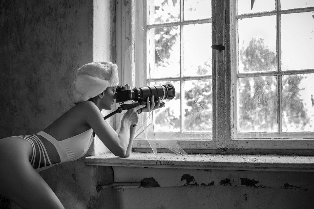 Two Beauties - Angélique & Zenith Photosniper FS-3 KMZ - Markus Hertzsch - Camera - Girl - Window
