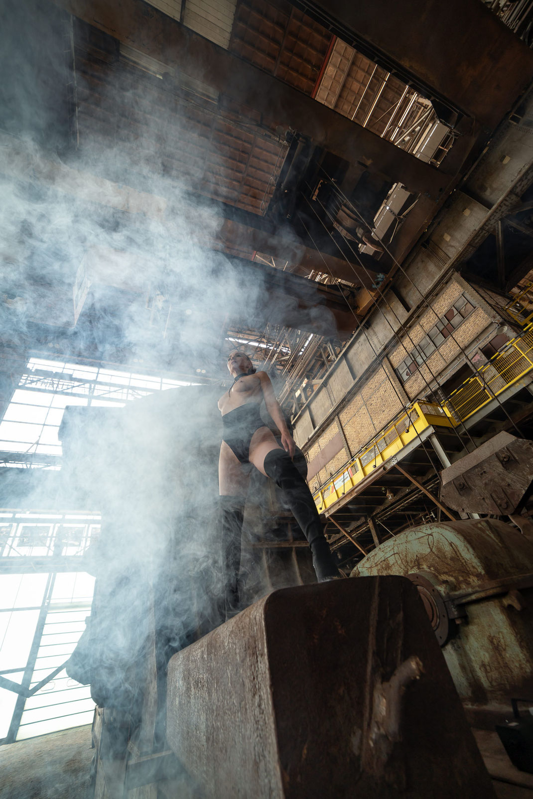 Steelworks Fashion - Angélique - Markus Hertzsch - Art - Model - Steel - Rust - Body - Iron - Portrait - Fashion - Grading - Look - Legs - Boots