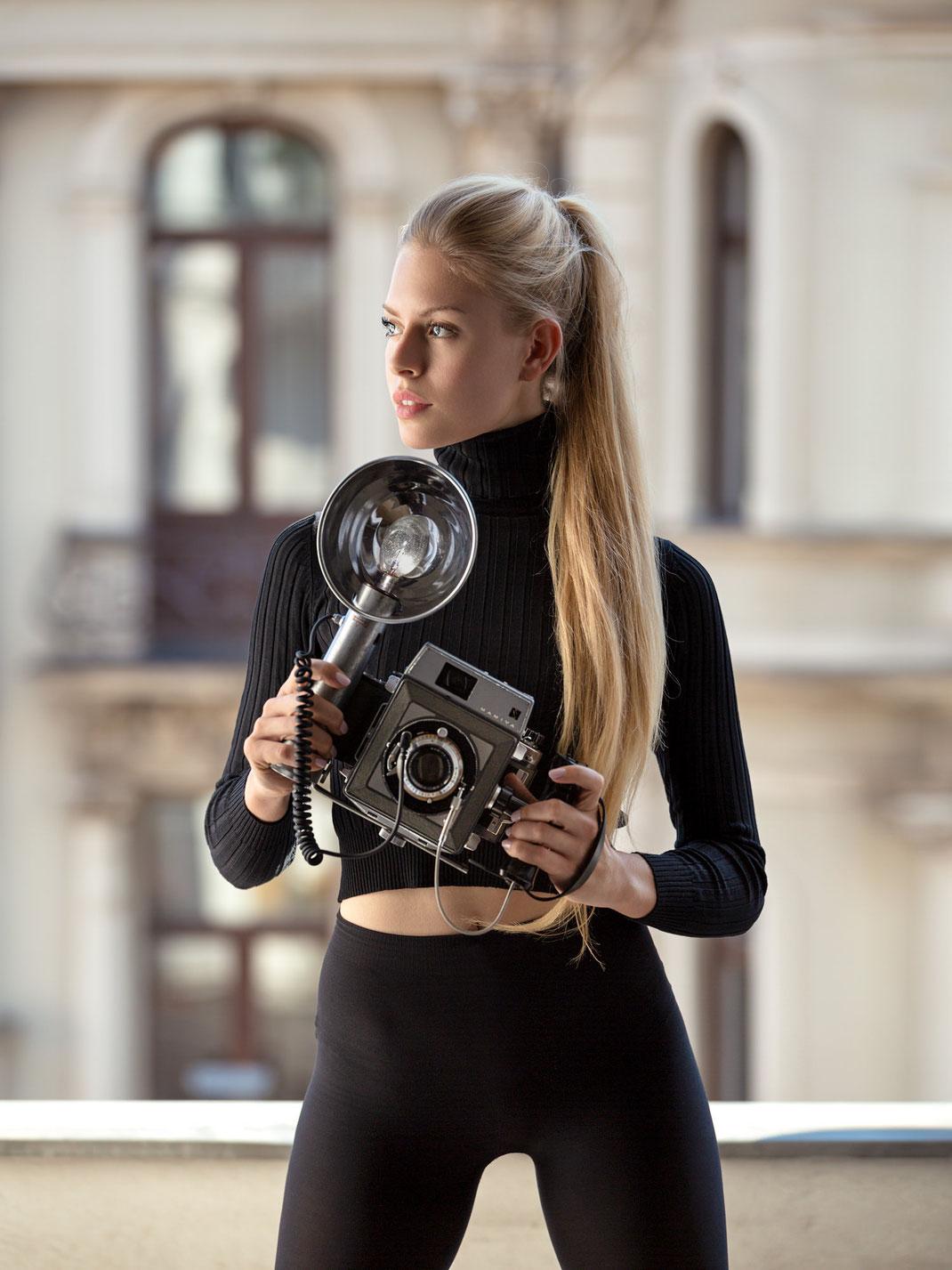 Two Beauties - Lisa & Mamiya Press 23 - Markus Hertzsch - Camera - Girl
