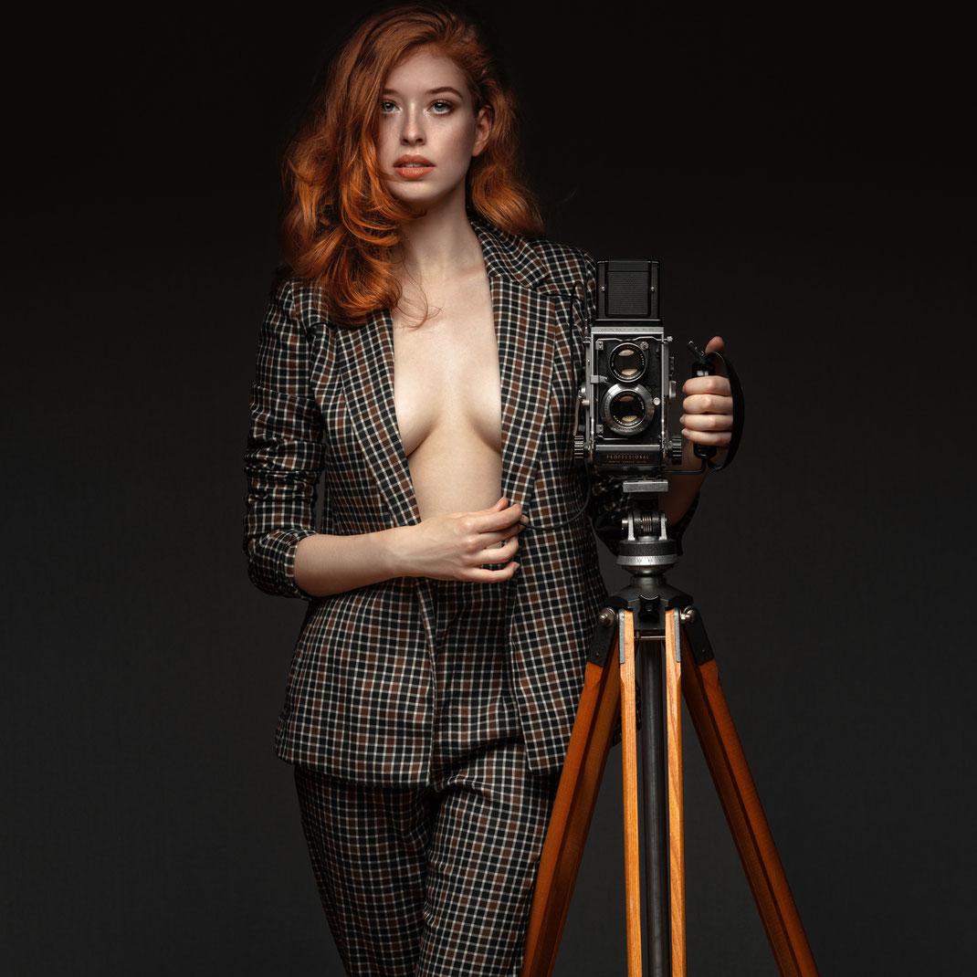 Two Beauties - Sophie & Mamiya C3 Professional on Berlebach Tripod - Markus Hertzsch - Camera - Girl - Tripod - Redhead - Model - 6x6