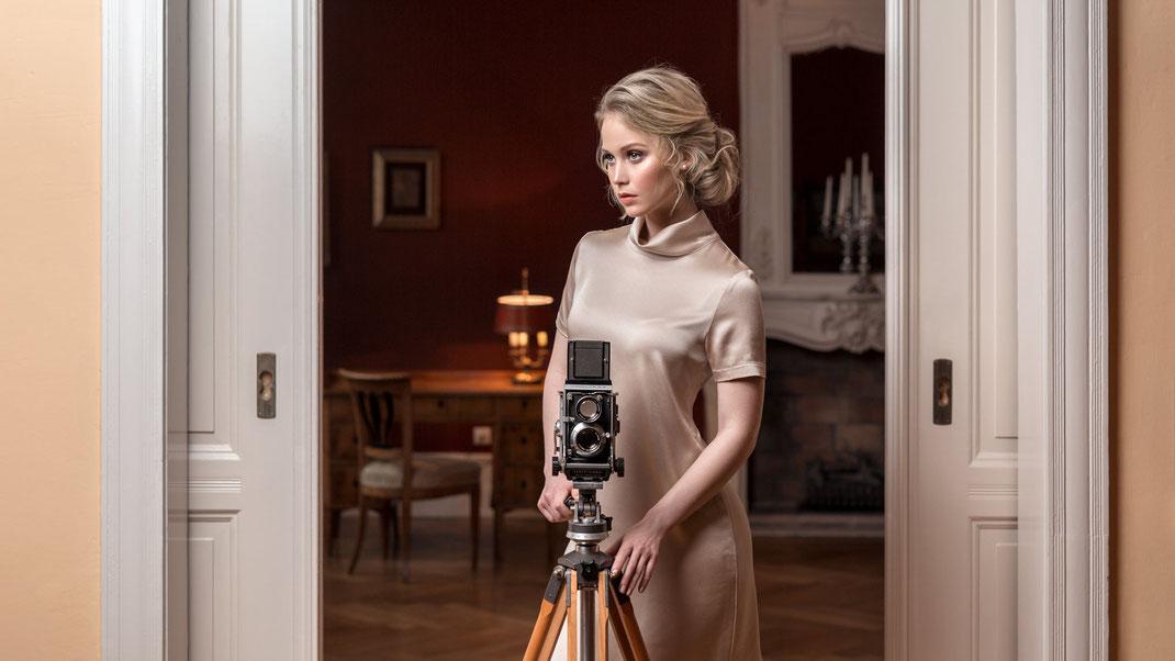 Two Beauties - Antonia & Mamiya C3 Professional on Berlebach Tripod - Markus Hertzsch - Camera - Girl - Fashion
