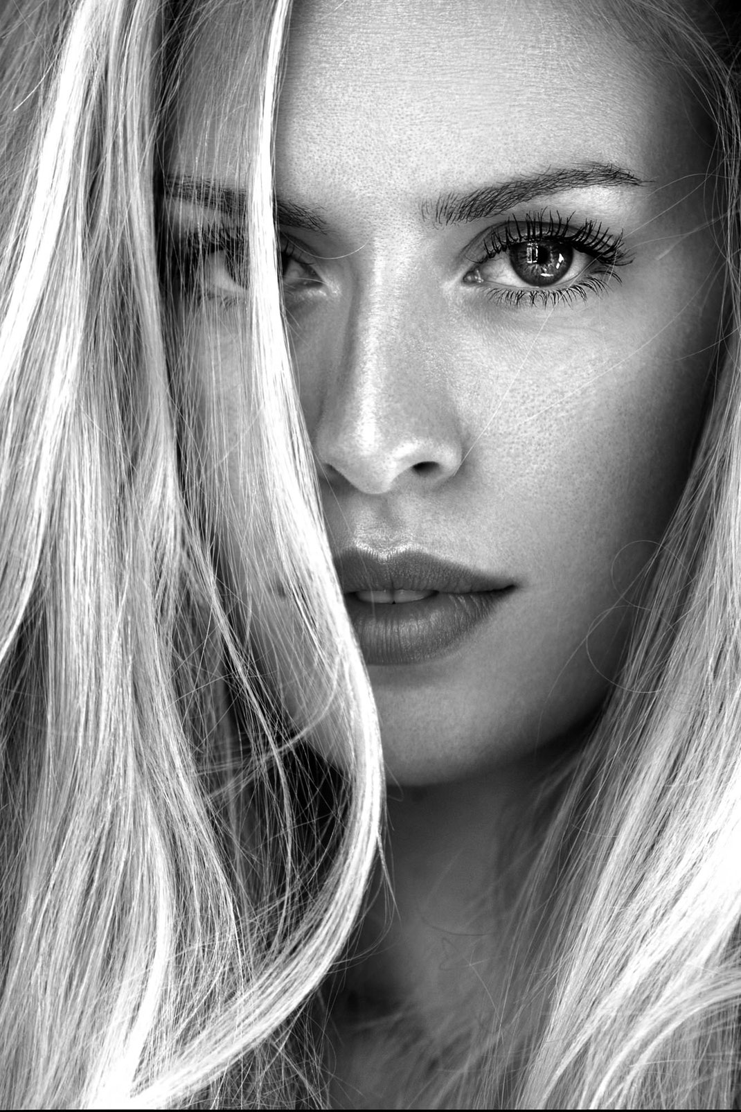 Portrait - Markus Hertzsch - B&W - Girl - Model - Bildlook - Face - Pose - Art - Hair - Eyes - Blonde - Lisa
