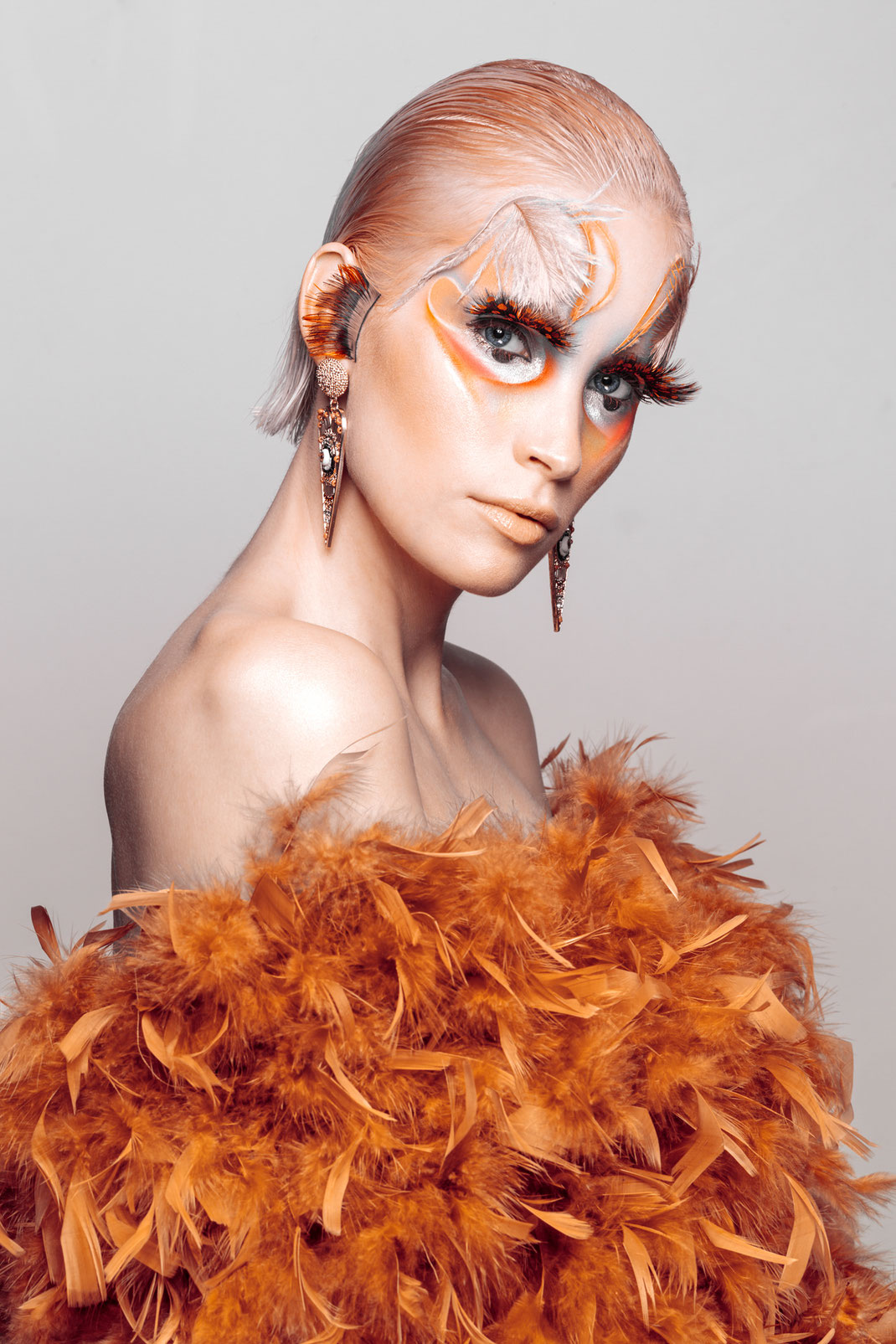 Parrot - Jane - Markus Hertzsch - Visa - Makeup - Fashion - Model - Girl - Portrait - Earrings - Bird - Feather - Art