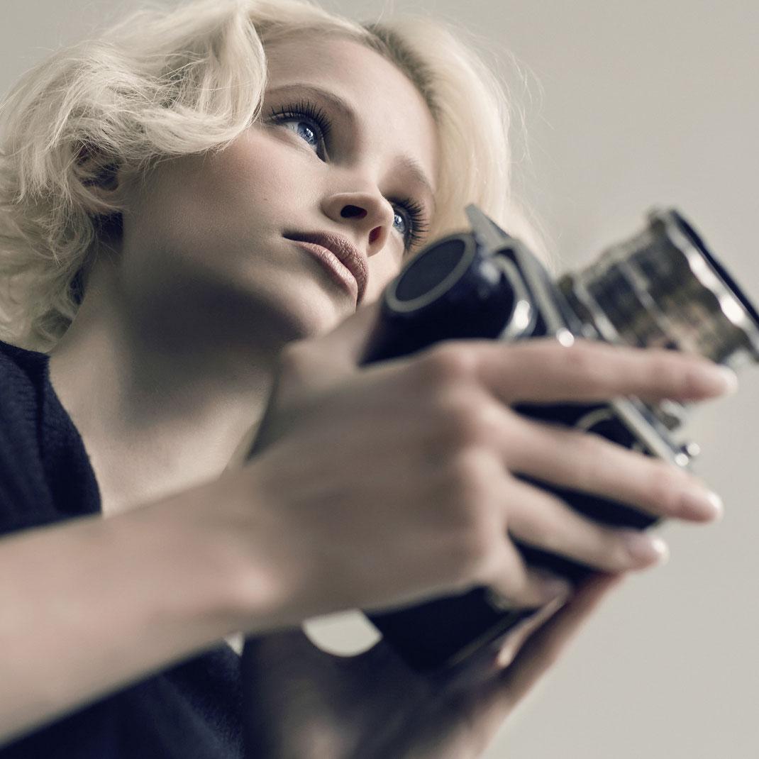 Two Beauties - Jane & Hasselblad 500c - Markus Hertzsch - Camera - Girl