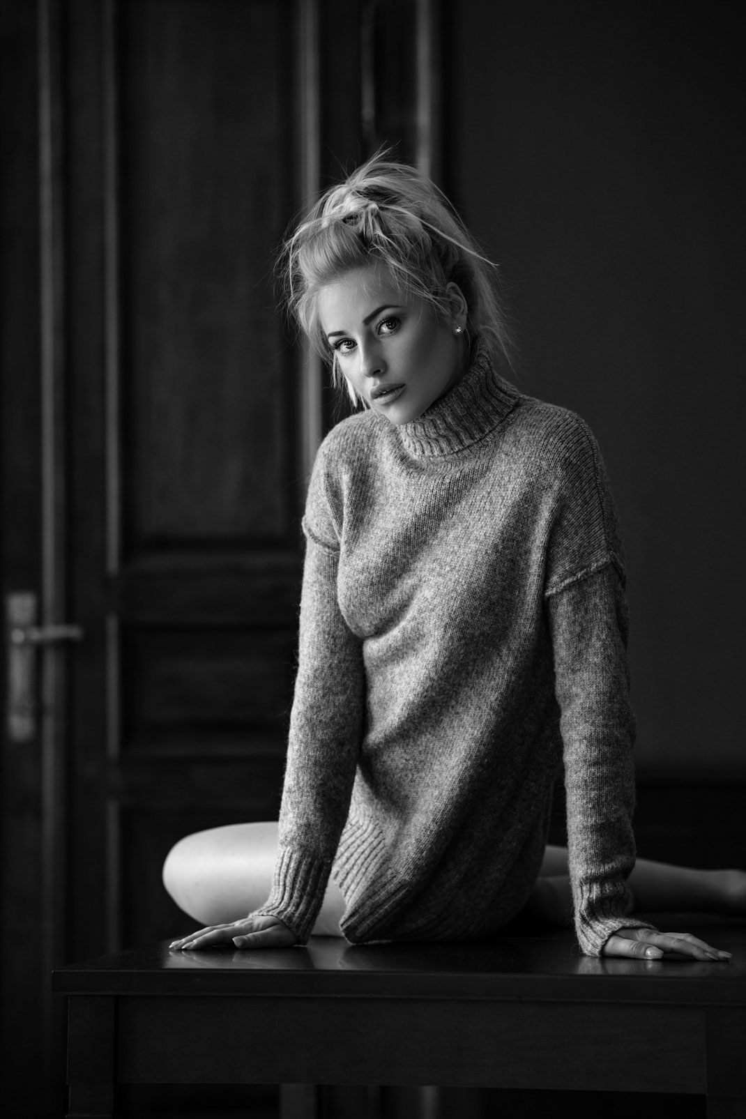 Portrait - Markus Hertzsch - B&W - Girl - Model - Bildlook - Face - Pose - Art - Hair - Eyes - Pullover - Blonde - Saskia