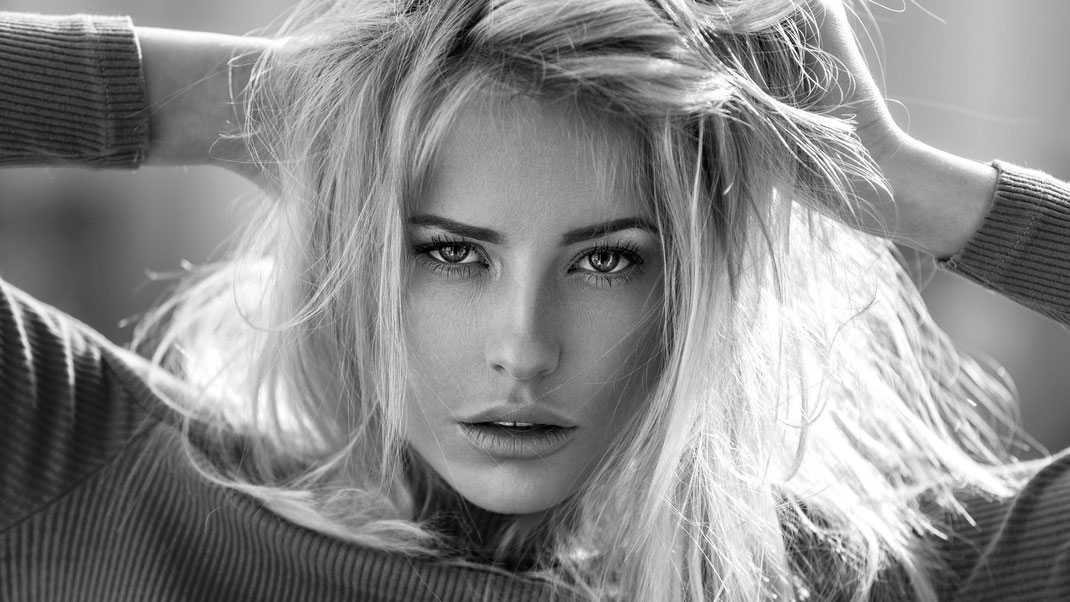 Portrait - Markus Hertzsch - B&W - Girl - Model - Bildlook - Face - Pose - Art - Hair - Eyes - Saskia - Blonde