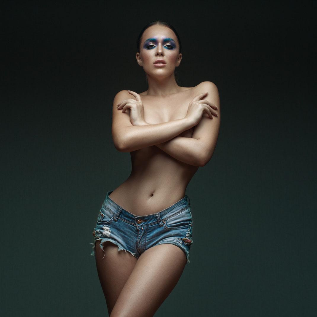 Olga´s Jeans - Olga - Markus Hertzsch - Model - Girl - Portrait - Jeans - Hotpants - Face -  Body - Nude - Makeup - Visa - Skin