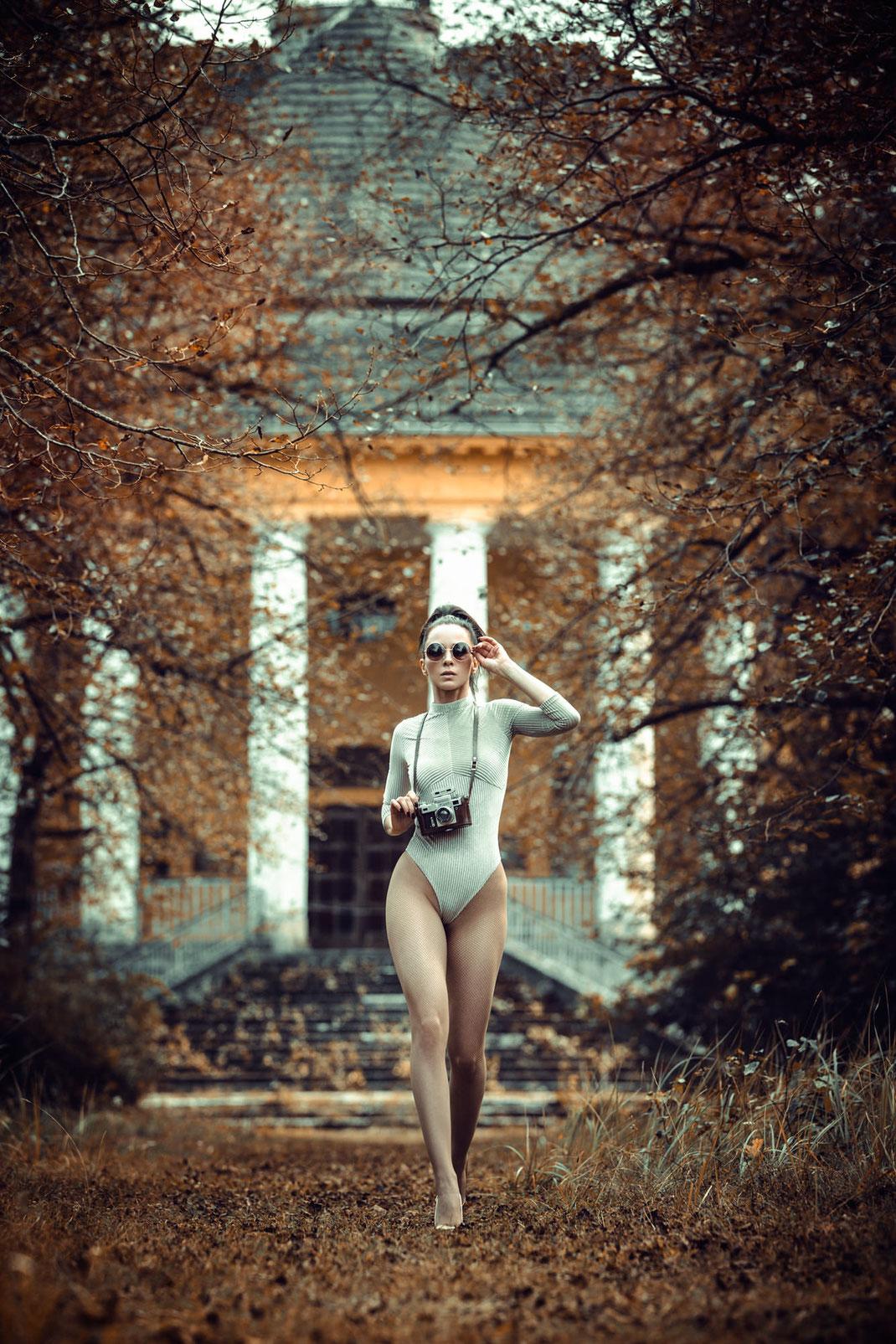 Two Beauties - Angélique & Kiev IV Contax Clone - Markus Hertzsch - Camera - Girl - Autumn