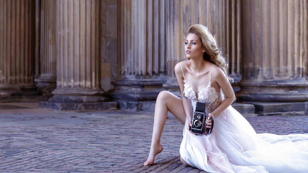 Two Beauties - Katia & Mamiya C3 Professional - Markus Hertzsch - Camera - Girl - Dress