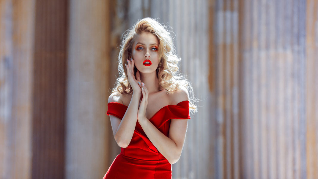 R E D - Katia - Markus Hertzsch - Model - Girl - Portrait - Red - Dress -Fashion - Face - Pose - Visa - Makeup