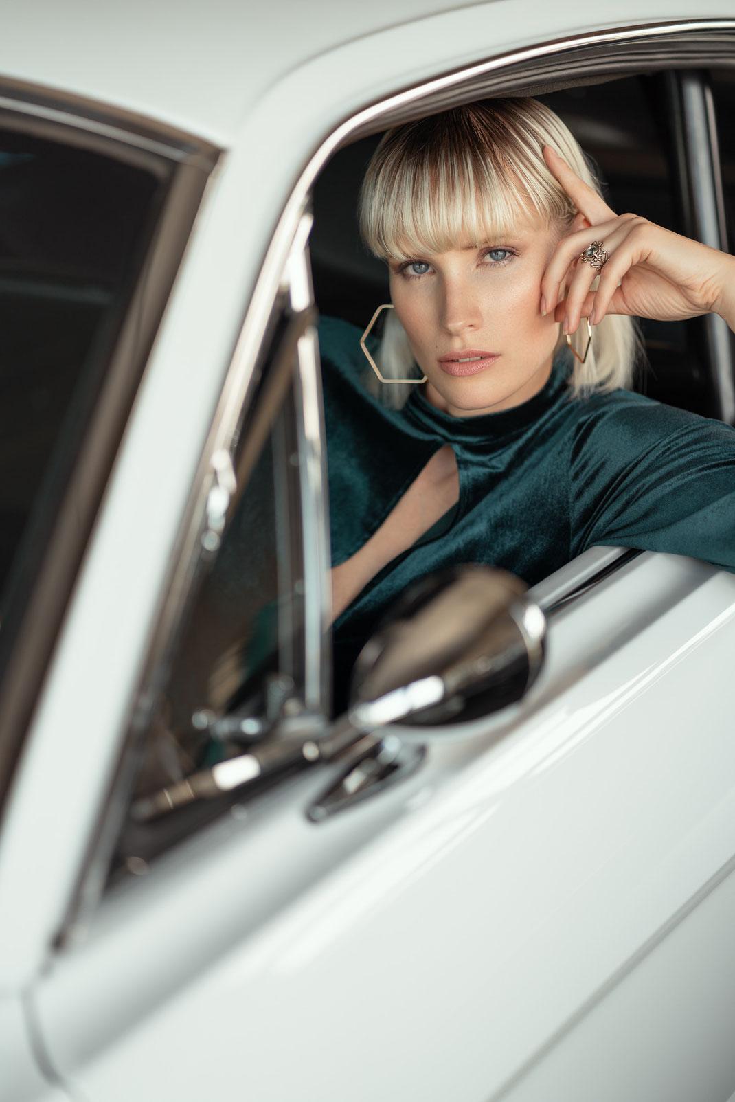 Ambition is a dream with a V8 engine (Elvis Presley) - Jane - Markus Hertzsch - Ford - Mustang - V8 - Car - Model - Girl - Portrait -  Look - Colorgrading - Mustang - Classiccar - Oldtimer