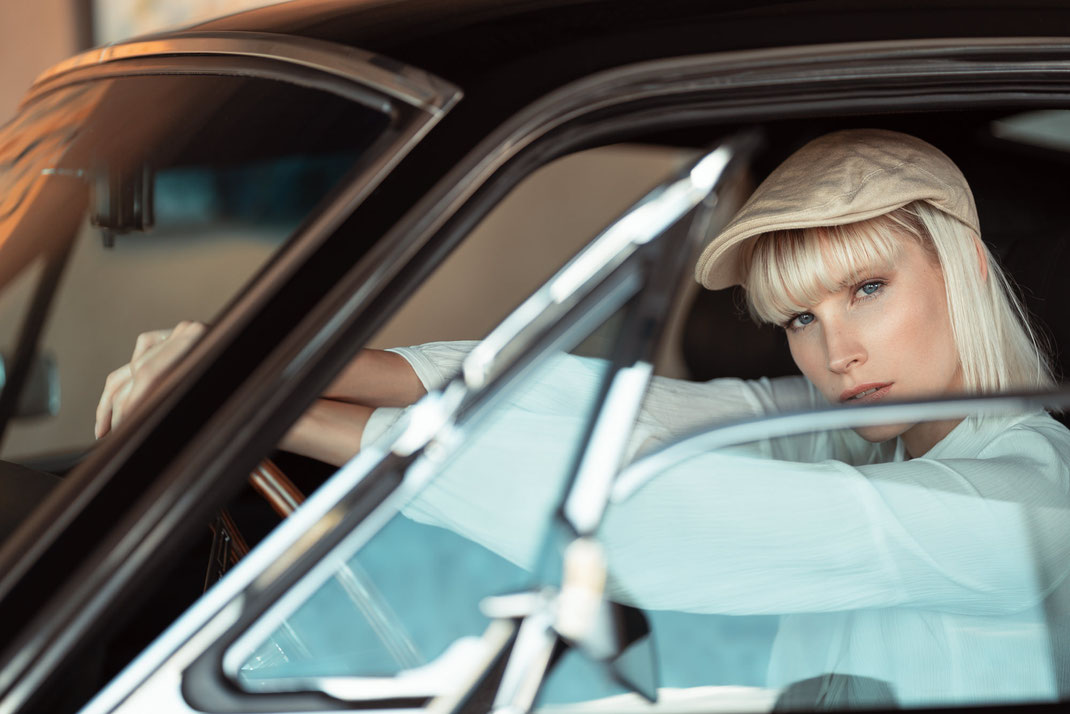 Ambition is a dream with a V8 engine (Elvis Presley) - Zuzanna - Markus Hertzsch - Ford - Mustang - V8 - Car - Model - Girl - Portrait - Hat - Look - Colorgrading - Mustang - Classiccar - Oldtimer