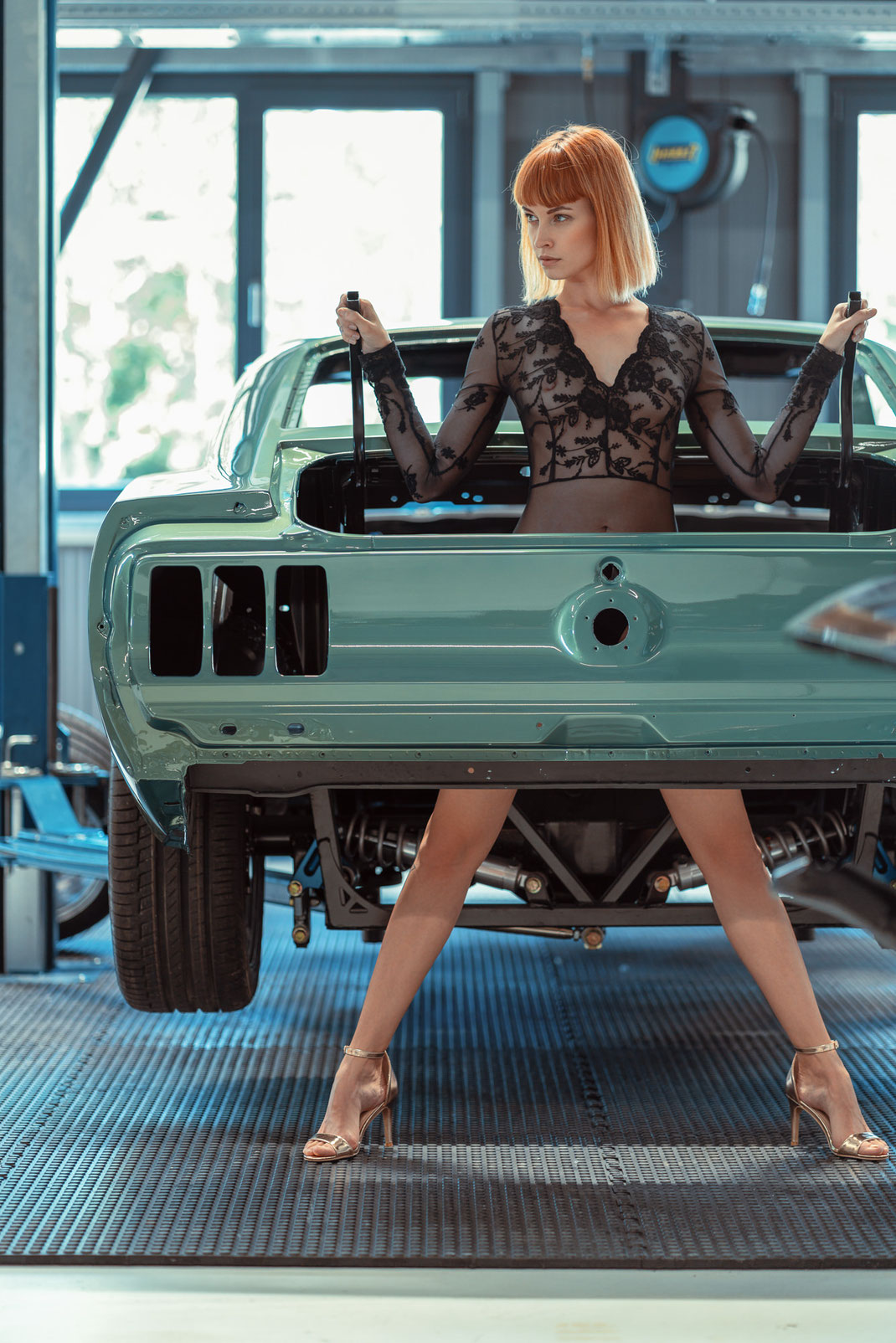 Ambition is a dream with a V8 engine (Elvis Presley) - Zuzanna - Markus Hertzsch - Ford - Mustang - V8 - Car - Model - Girl - Portrait -  Look - Colorgrading - Mustang - Classiccar - Oldtimer