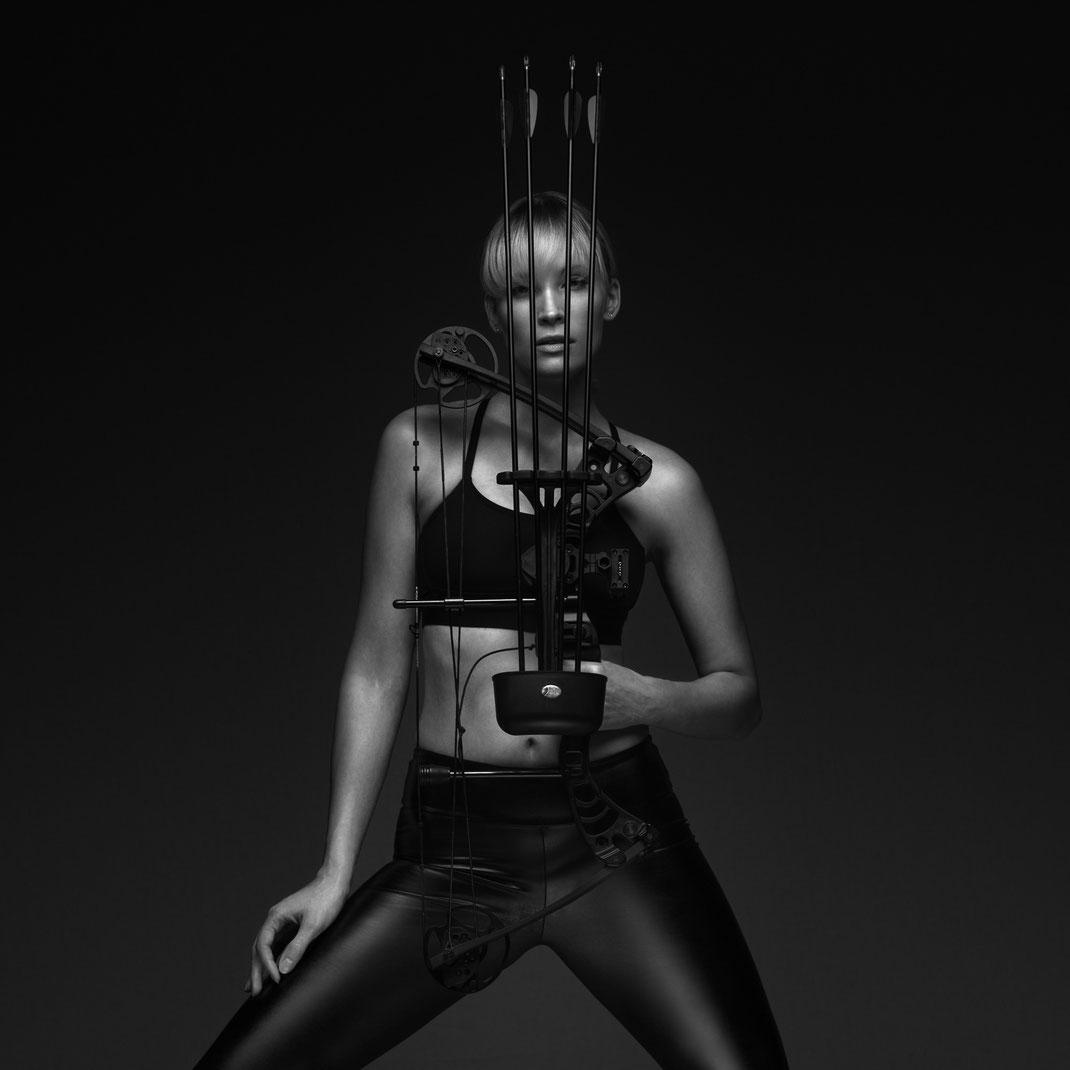 Bow - Jane - Drake Gecko - Markus Hertzsch - Archery - Bow - Arrow - Hunting - Compound - Recurve - Sports - Girl