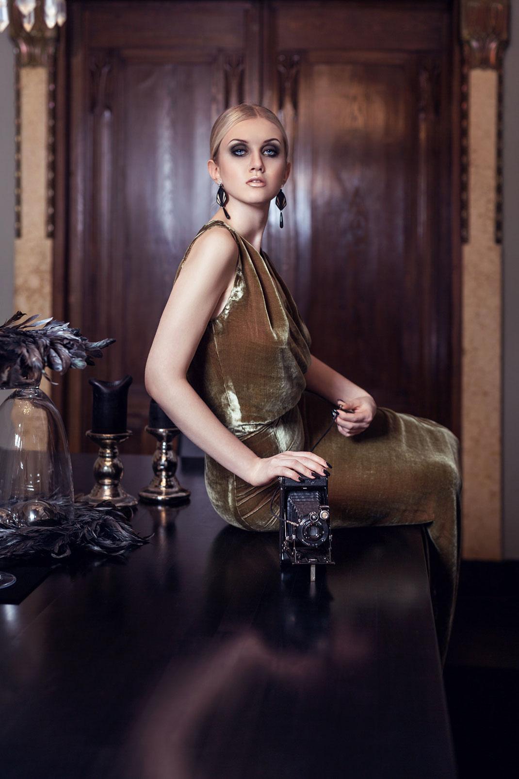 Two Beauties - Julia & Zeiss Ikon Derval Ikonta Anastigmat - Markus Hertzsch - Camera - Girl