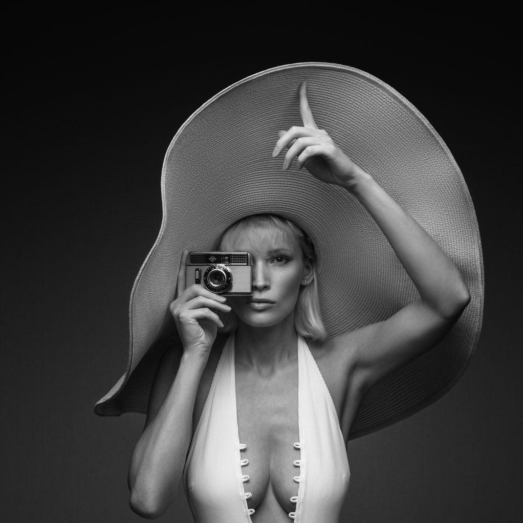 Two Beauties - Jane & Agfa Optima Parat - Markus Hertzsch - Camera - Girl - Hat