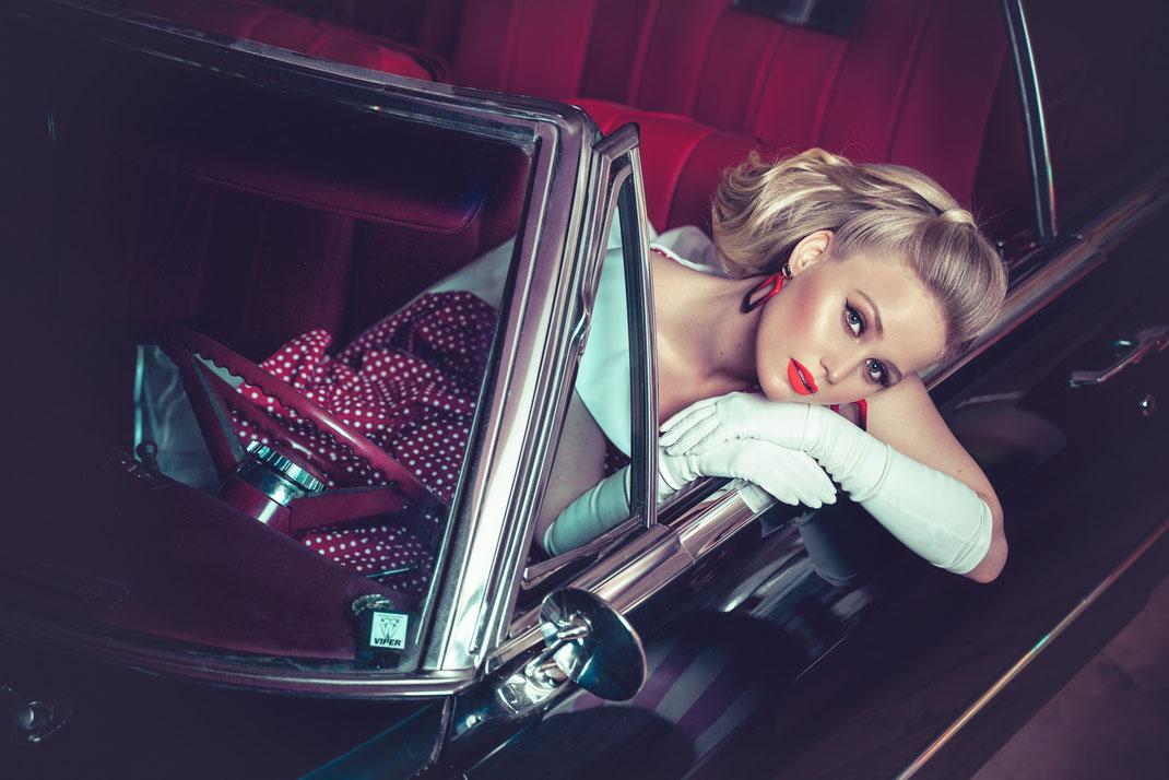 Ambition is a dream with a V8 engine (Elvis Presley) - Antonia - Markus Hertzsch - Dodge - V8 - Car - Model - Girl - Portrait - Petticoat - Gloves - Earrings - Cabriolet