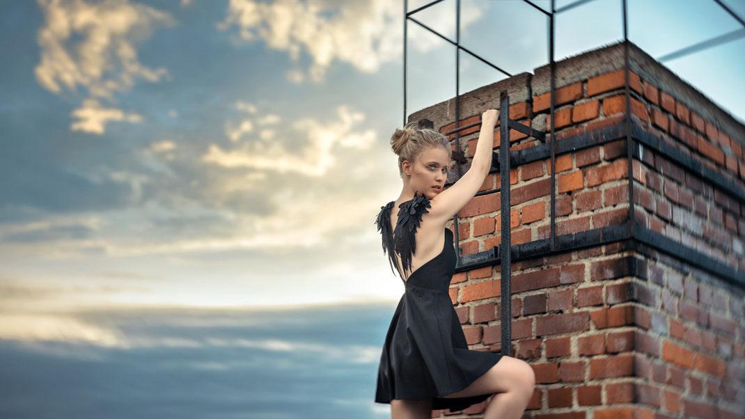 Up the ladder - Antonia - Markus Hertzsch - Portrait - Photography - Model - Girl - Ladder - Window -Lingerie - Body - Pose