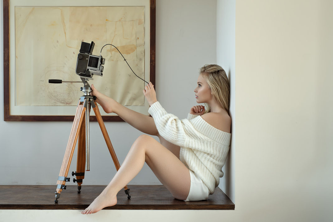 Two Beauties - Antonia & Mamiya C22 Professional on Berlebach Tripod - Markus Hertzsch - Camera - Girl